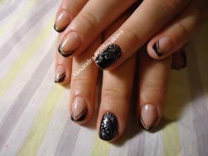 Рисунок на бежевых ногтях