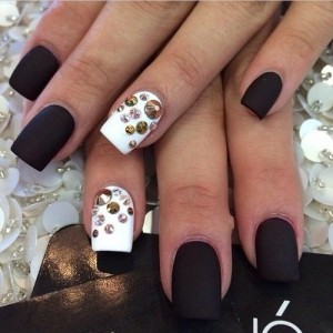 Дизайн ногтей в черно-белом цвете фото