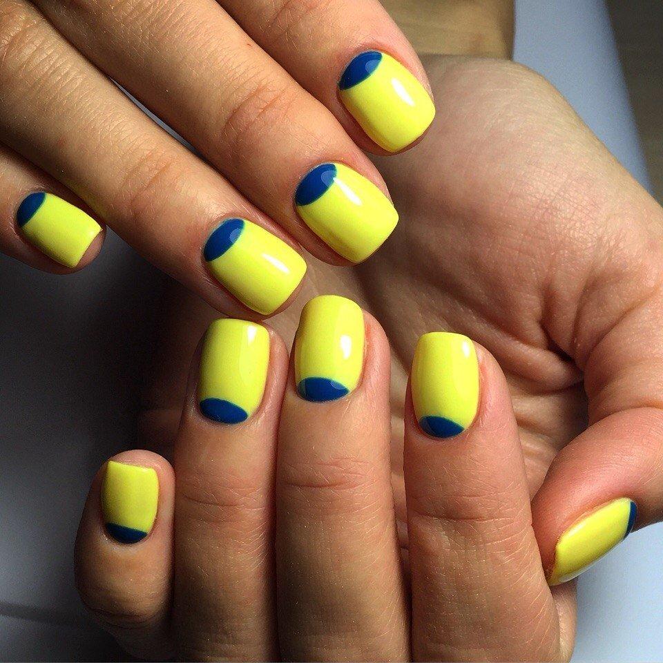 Маникюр сине желтый дизайн фото