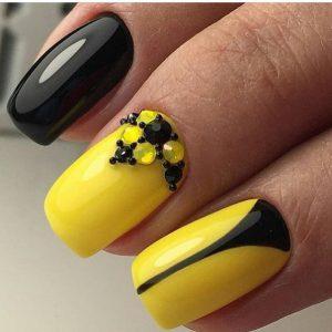 Чёрно желтый маникюр фото