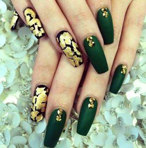фото дизайна темно-зеленых ногтей