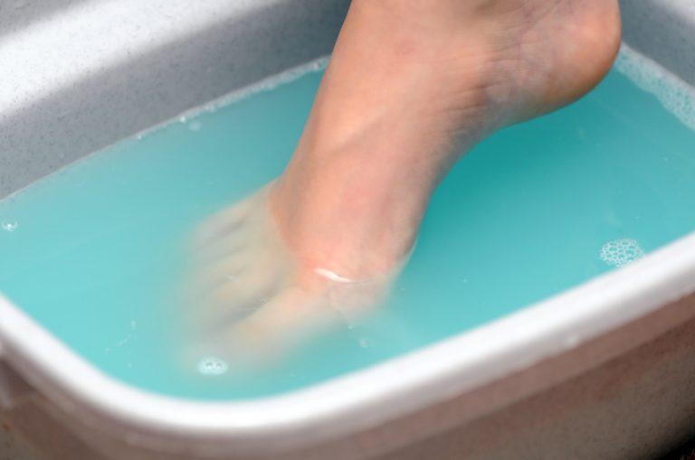 Ванны для ног с уксусом от грибка на ногтях