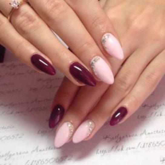 Красный маникюр на миндалевидных ногтях фото