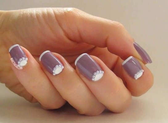 Маникюр на нарощенные ногти квадратной формы в белых оттенках | 402x545