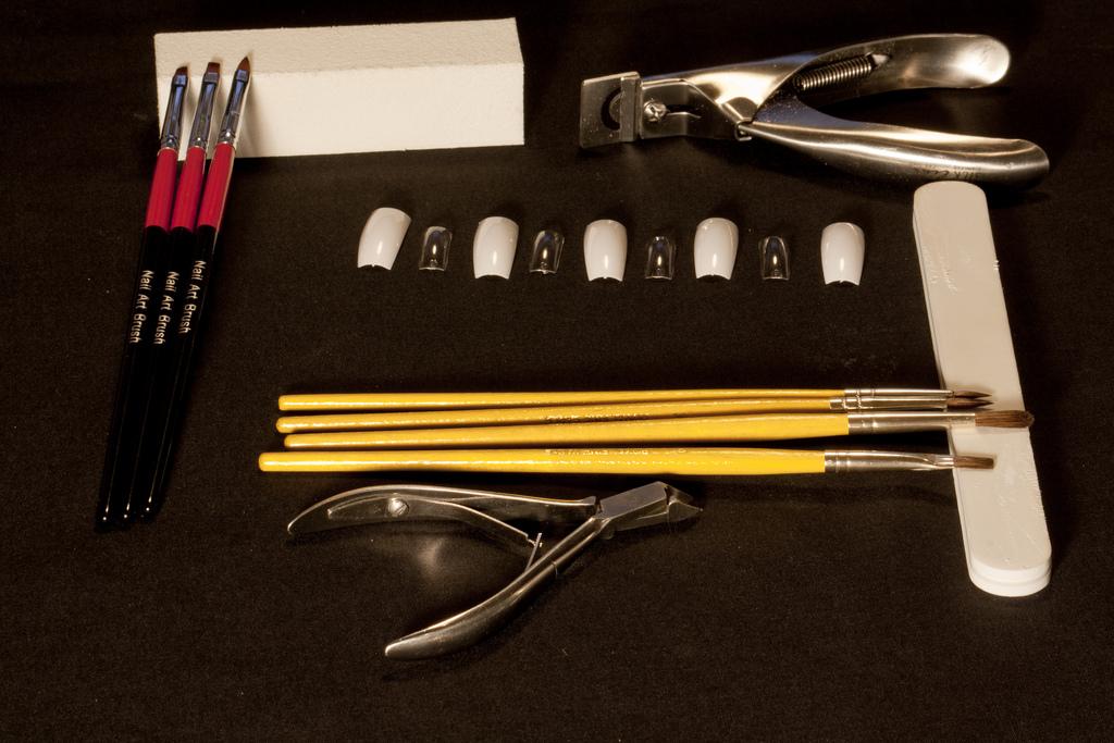 Чем продезинфицировать маникюрные инструменты в домашних условиях  616